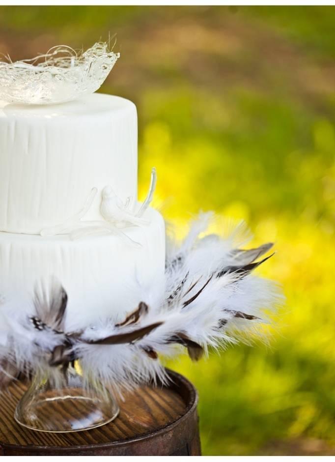 feather wedding cake