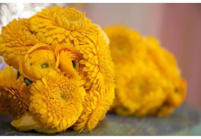 bright yellow wedding bouqet