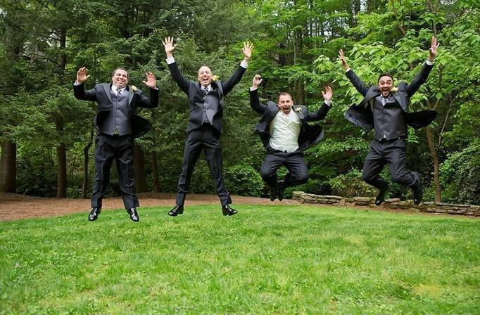 jumping groomsmen picture