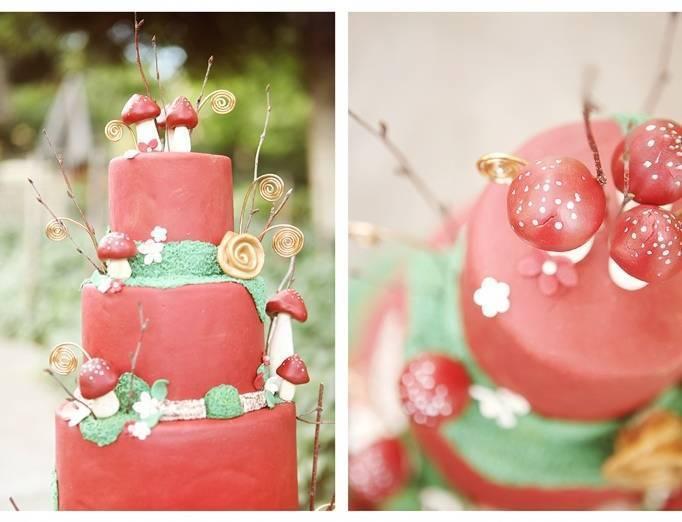 woodsy wedding cake with mushrooms