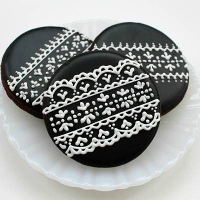 DIY: Piped Lace Cookies