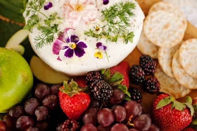 fresh berry wedding cake