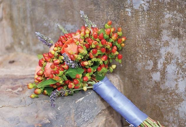 10 Beautiful Berry Bouquets