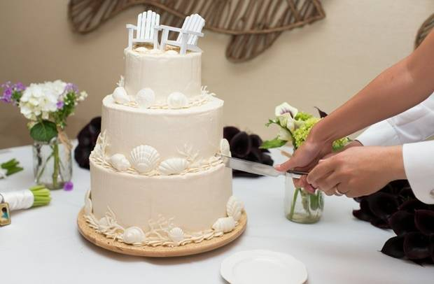 seashell beach wedding cake