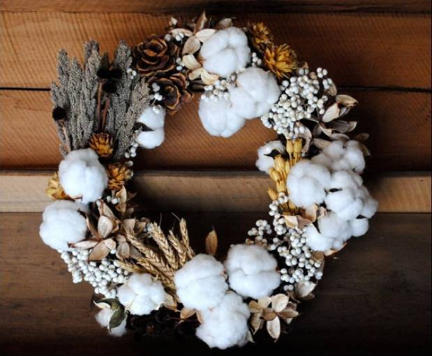 rustic wreath with cotton