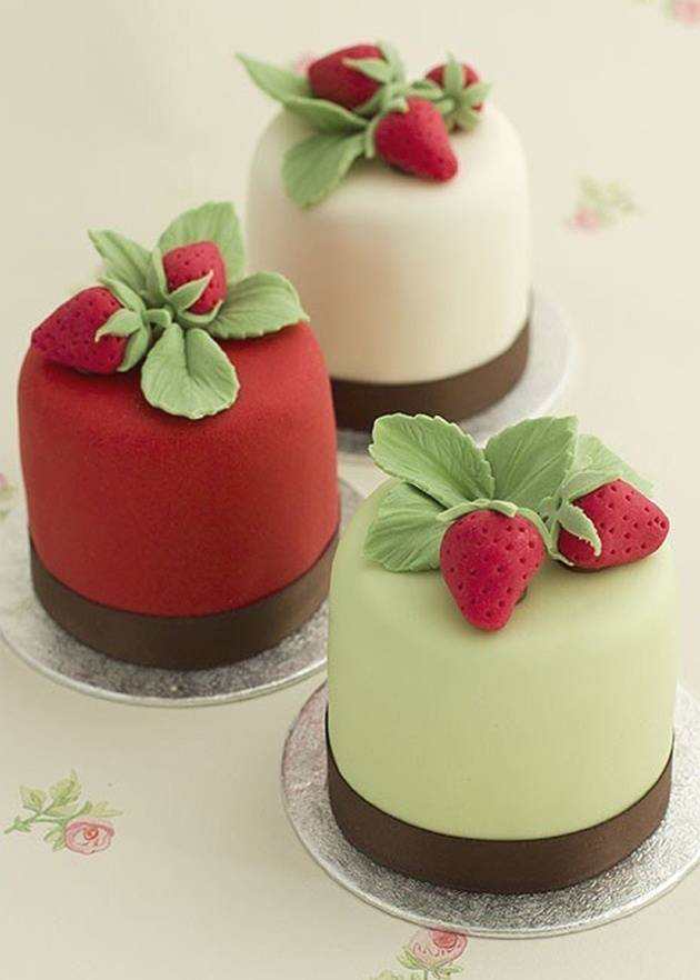 strawberry mini cakes