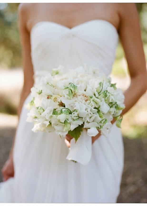 white sweet pea wedding bouquet