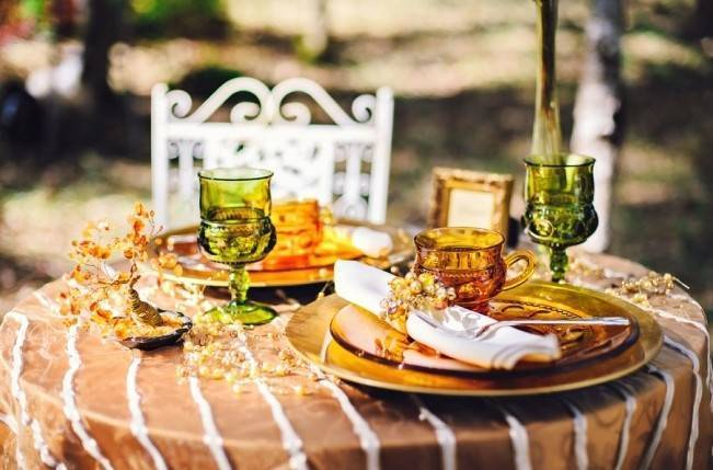 gold, yellow, green wedding tables