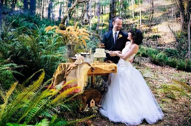 woodland wedding cake cutting