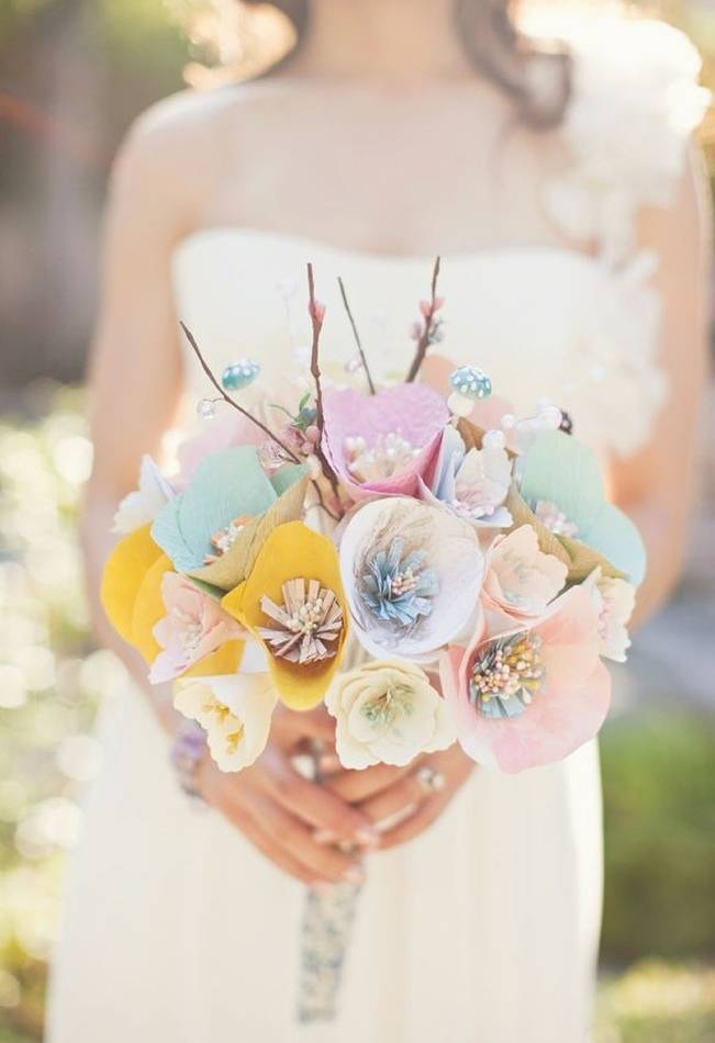 Memorable wedding using paper flowers in your wedding theme for A lot of different flowers make a bouquet