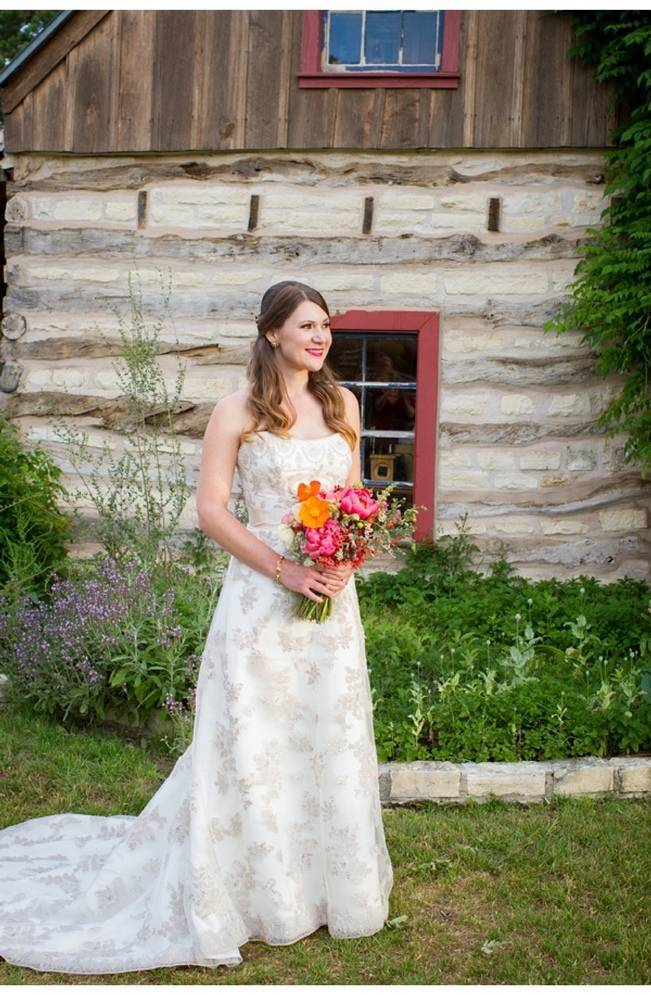 rustic bride with pink bouquet