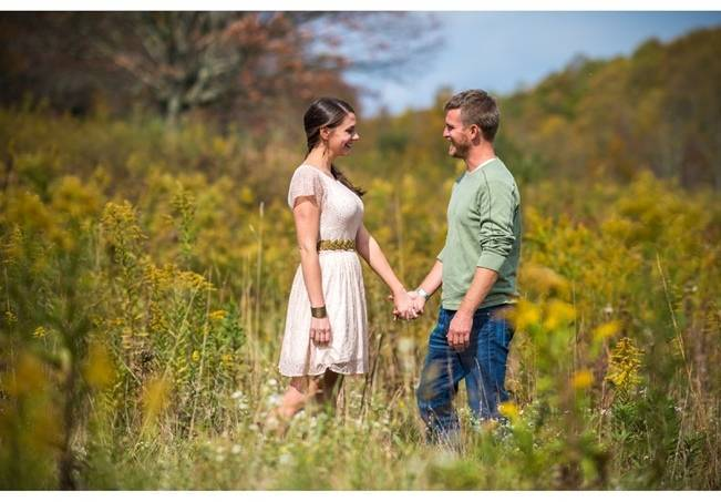 outdoor couple engagment