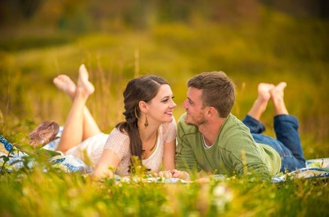 meadow picnic engagement session