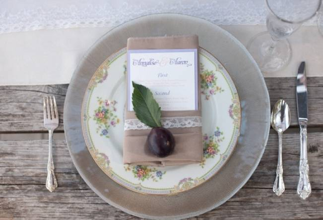 fig and burlap place setting