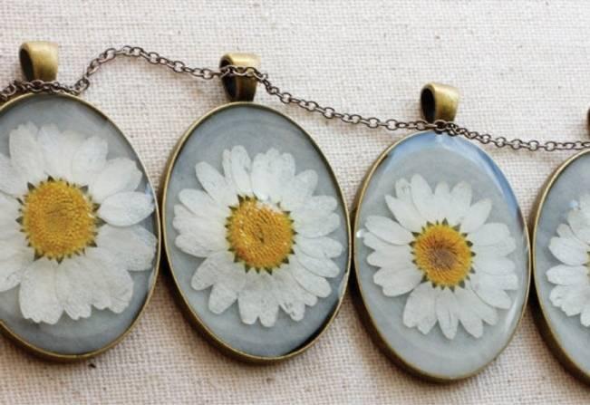 daisy bridesmaid necklaces