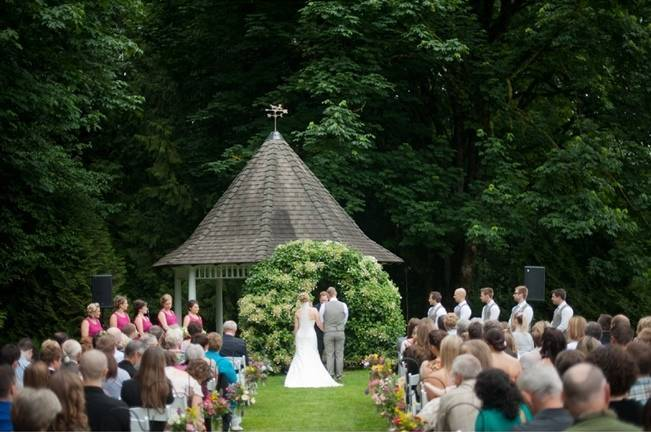 ivy wedding arch