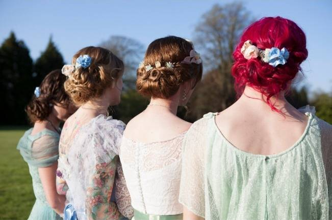 offbeat bride hairstyle, pink hair