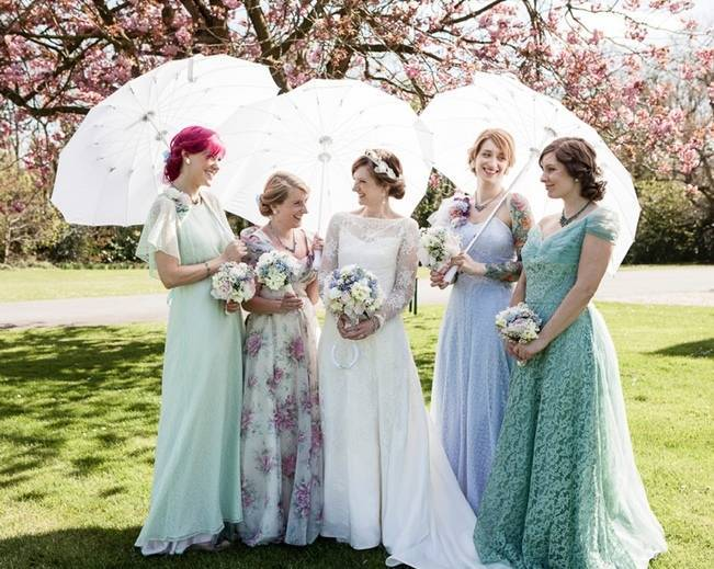 vintage bridesmaids with parasols