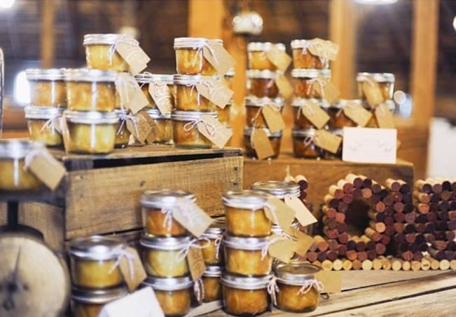 homemade preserves wedding favors