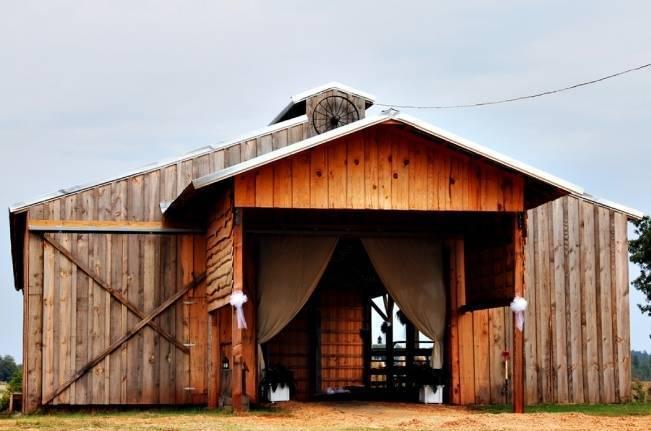South Carolina Rustic Barn Wedding {Shoot Y'all Photography}