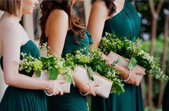 bridesmaid clutch bouquets