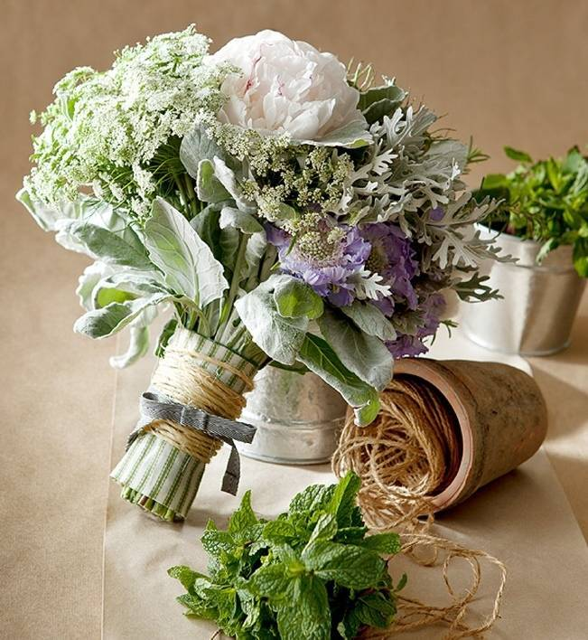 silvery bouquet with dusty miller