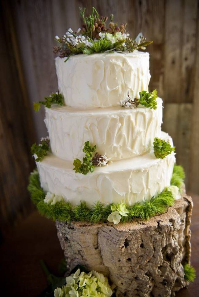 moss and woodland flower cake