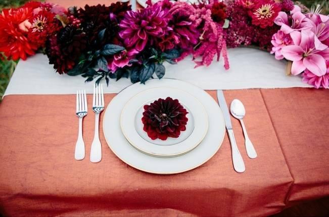 deep fuchsia fall wedding table