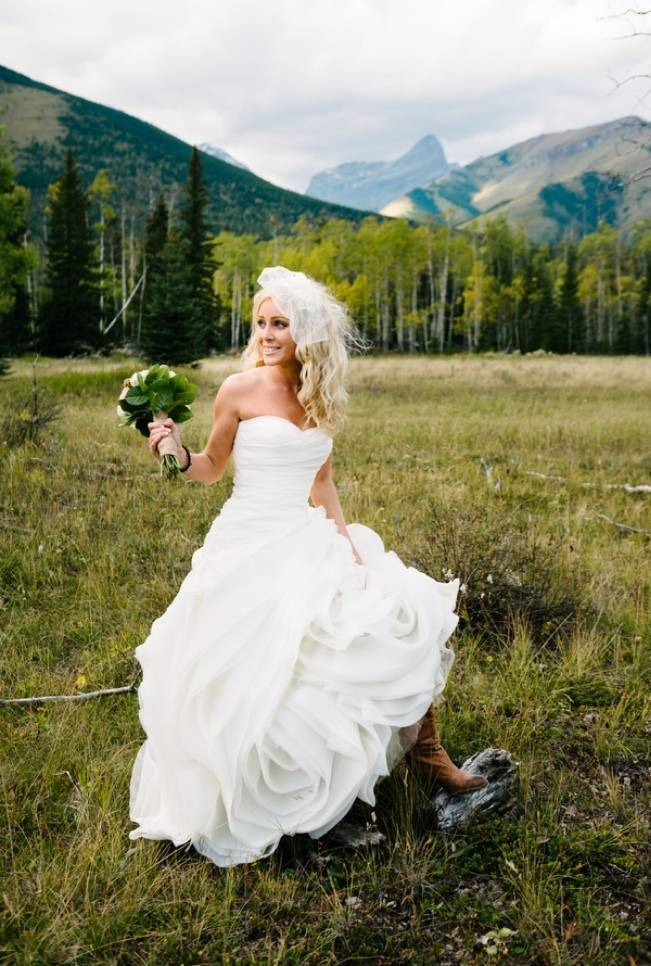 Rustic Mountain Wedding at The Delta Lodge {Photography by Ginevre} 1