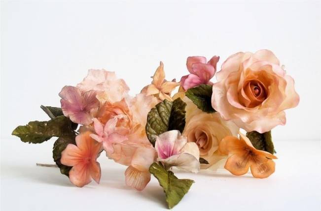 13 Inspiring Sugar Flower Wedding Cakes 3