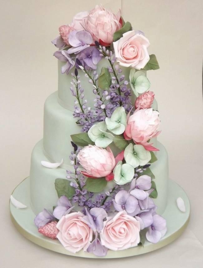 13 Inspiring Sugar Flower Wedding Cakes 5