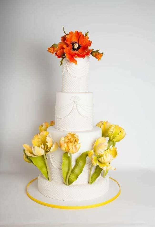 13 Inspiring Sugar Flower Wedding Cakes 7
