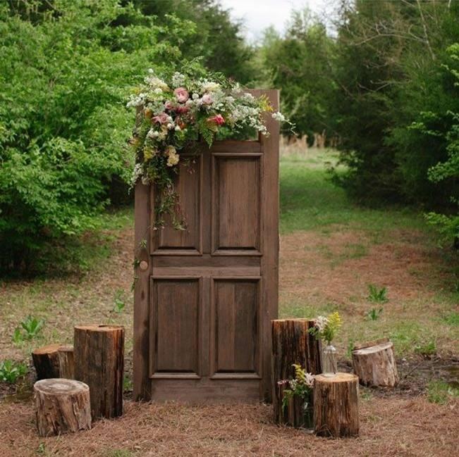 Rustic Door Wedding Ideas: 16 Rustic Ceremony Backdrop Ideas 9