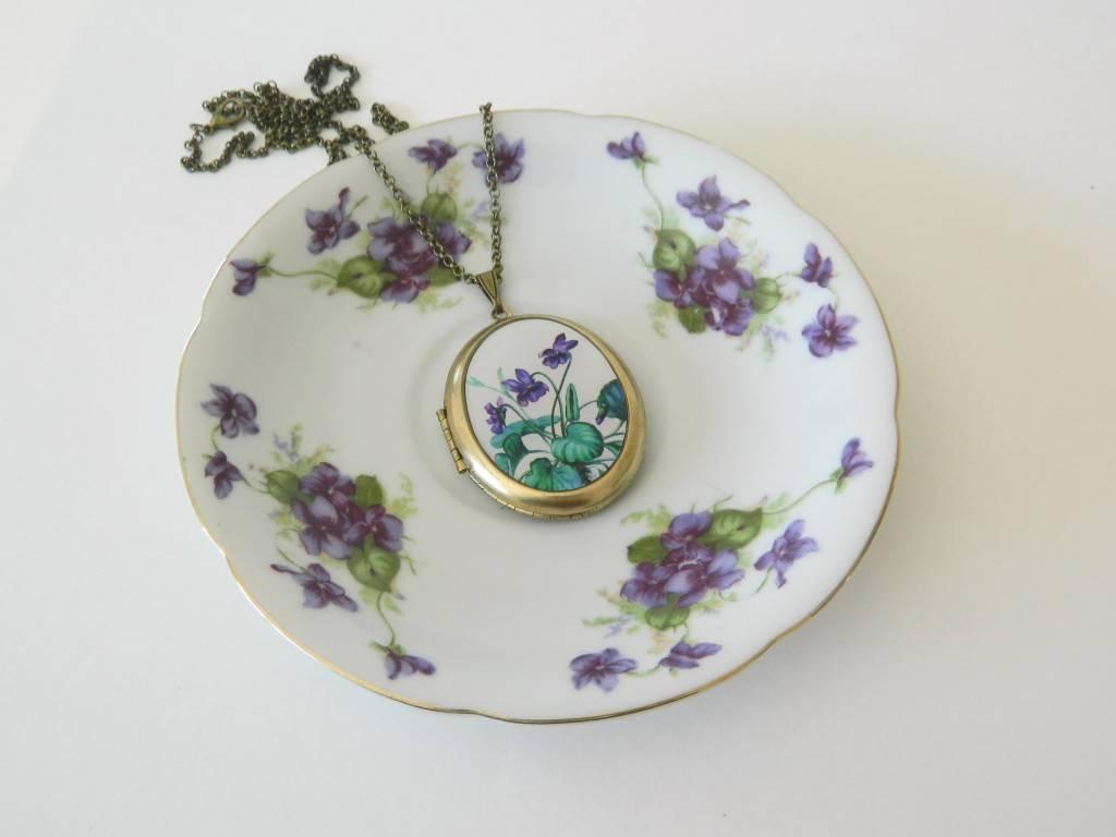 Sweet violet Locket