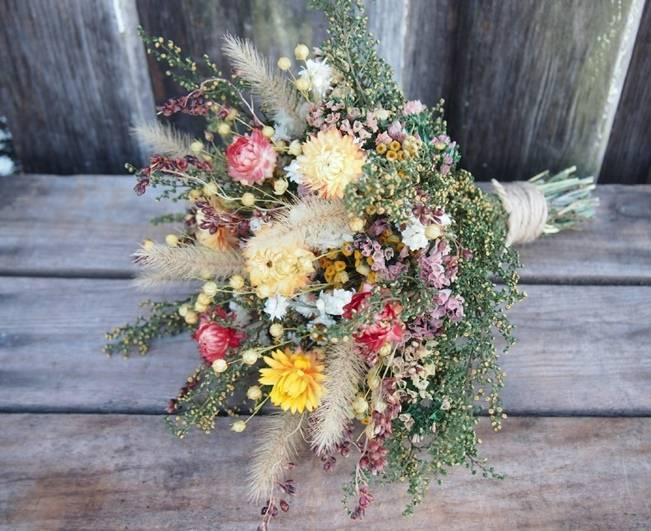 Wedding Flower Inspiration: Strawflower