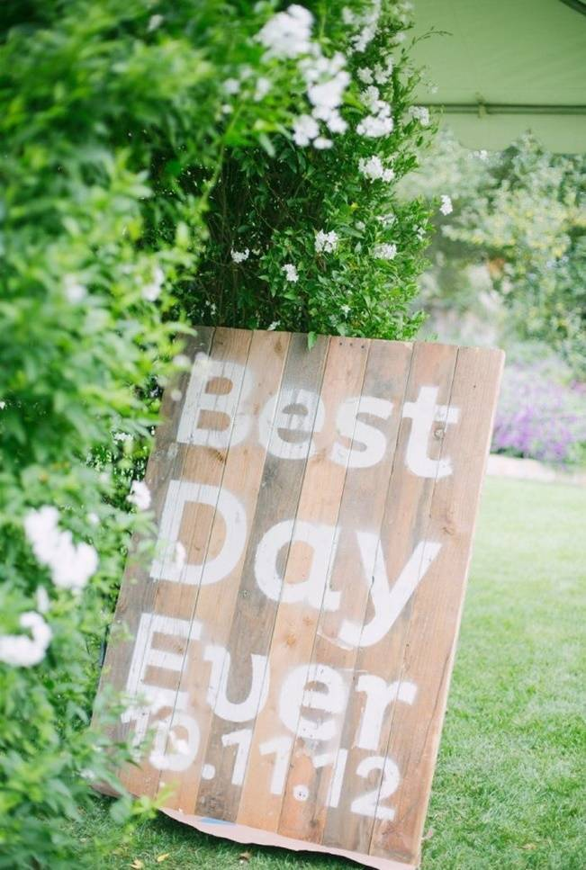 16 Awesome Rustic Wedding Signs 3