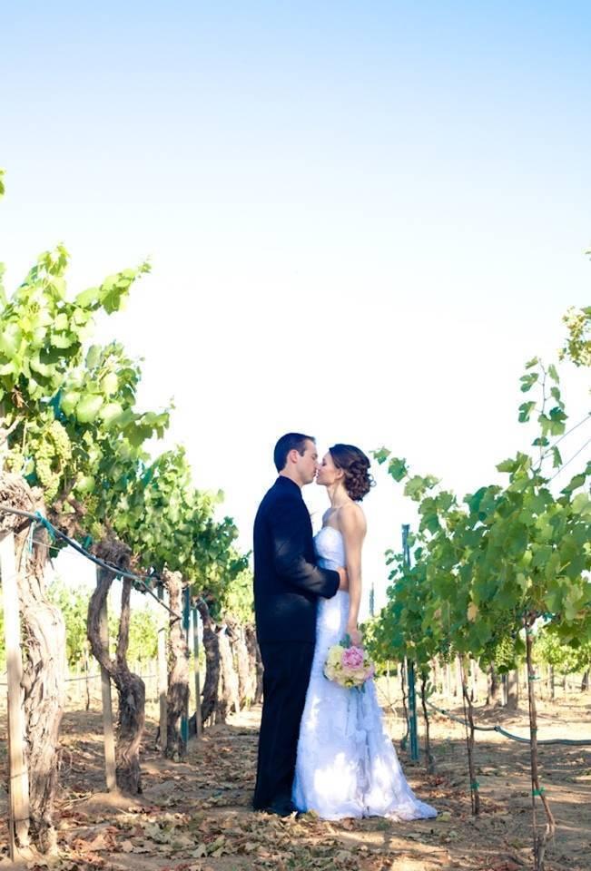 Rustic DIY Vineyard Wedding {Lisa Ormsby Photography} 16