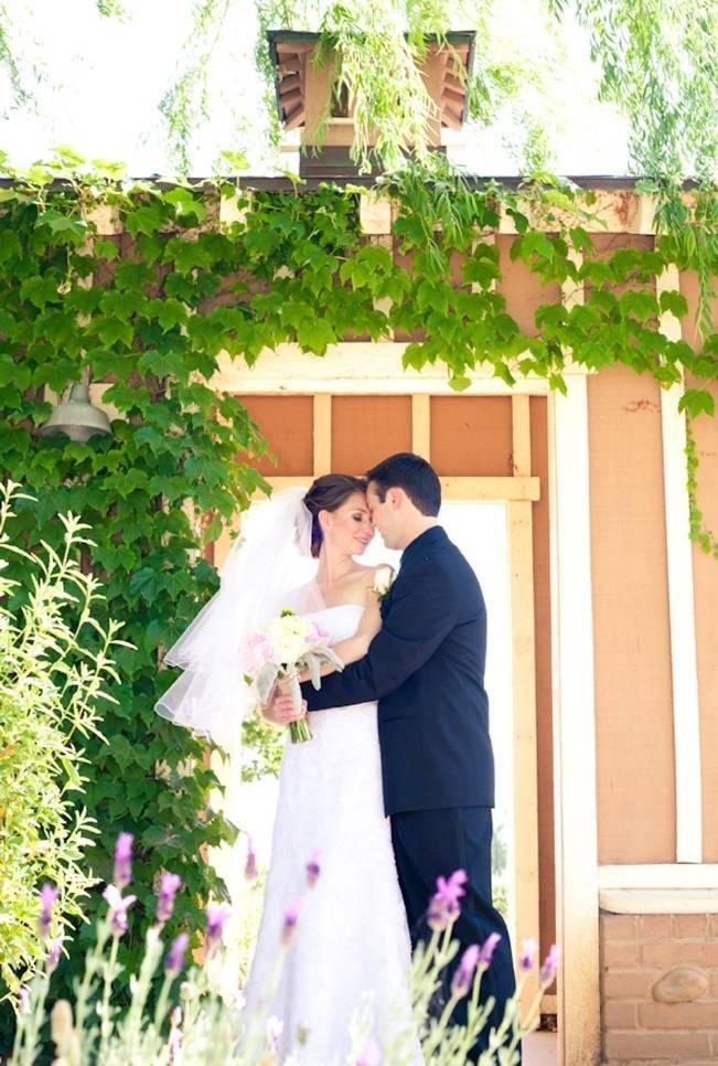 Rustic DIY Vineyard Wedding {Lisa Ormsby Photography} 7