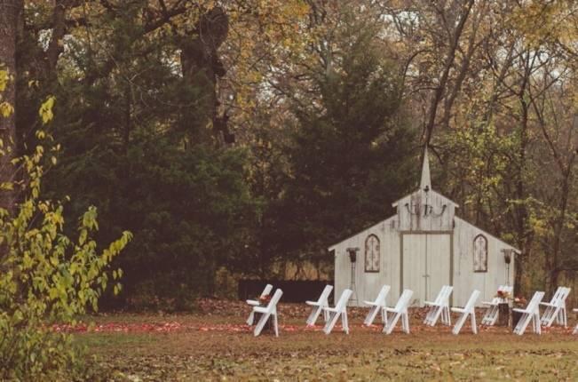 Red Autumn Rustic Wedding {Amy Zumwalt Photographers} 13