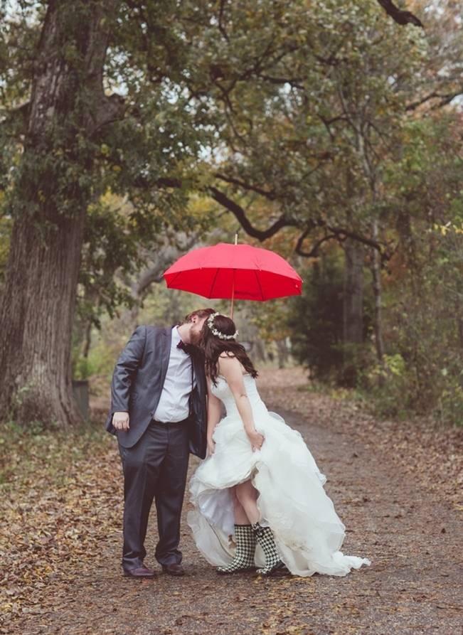 Red Autumn Rustic Wedding {Amy Zumwalt Photographers} 20