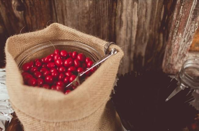 Red Autumn Rustic Wedding {Amy Zumwalt Photographers} 28