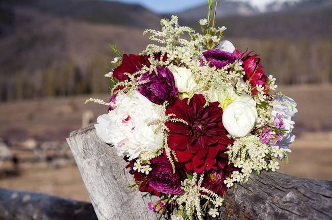 Woodsy Colorado Mountain Wedding {Karen High Photography}
