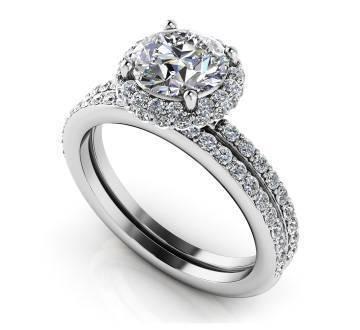 Enchanting Halo Diamond Engagement Set