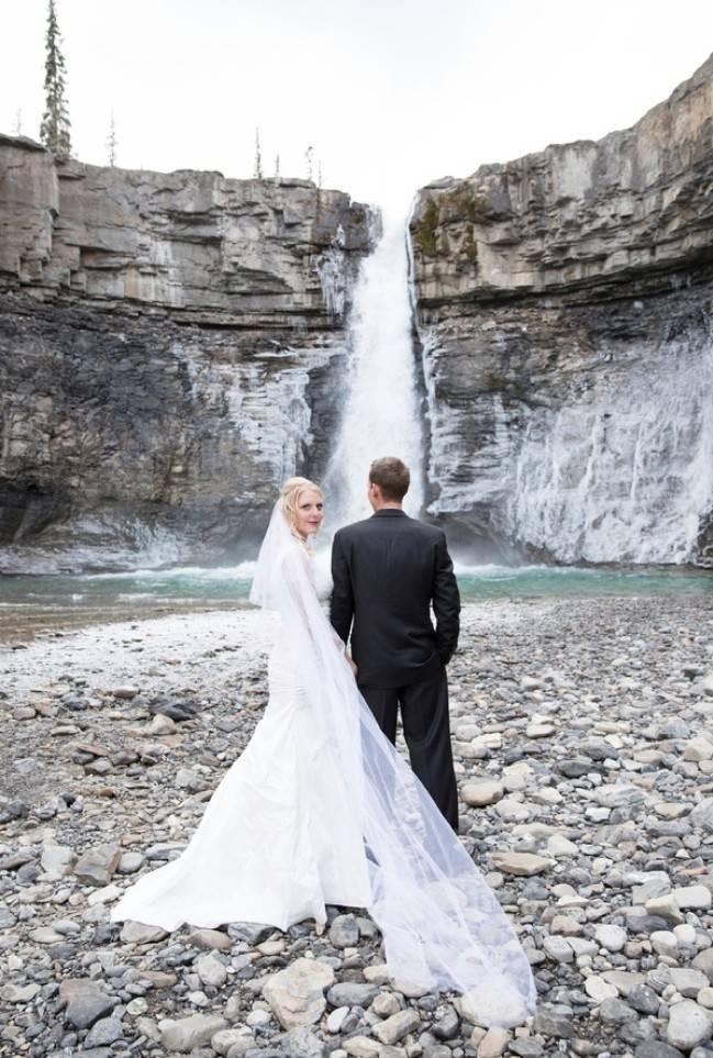 Rustic Merlot and Blush Rocky Mountain Wedding Inspiration 13
