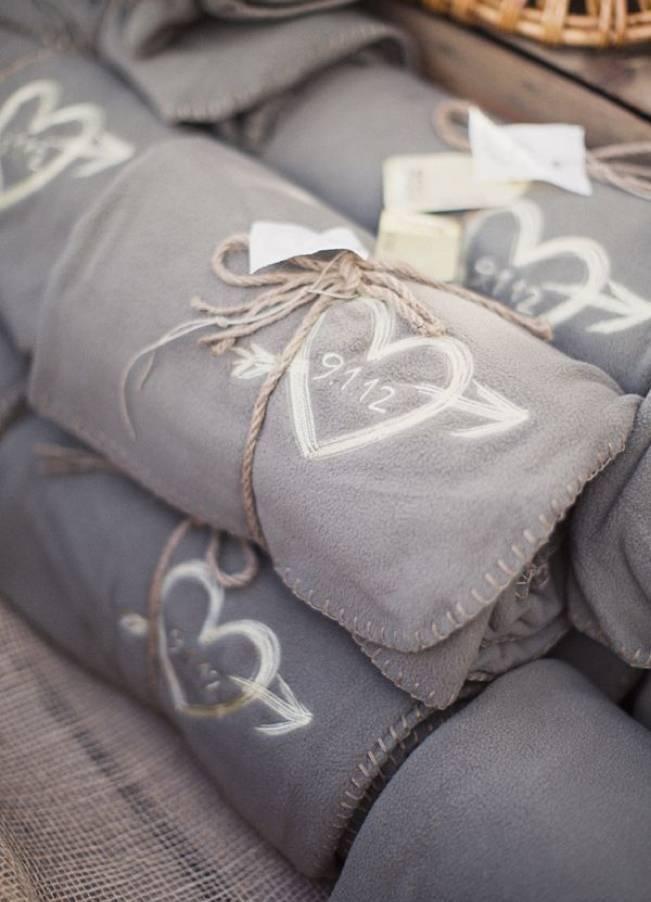 Winter Wedding Favor Ideas 9