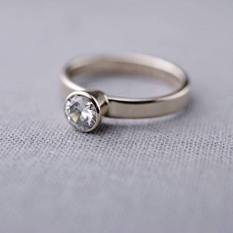 1-moissanite-engagement-ring-white-gold-14K-lilyemme-valerie