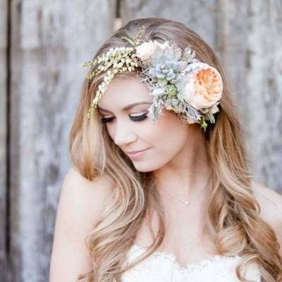 11 Ways to Wear Flowers in Your Hair