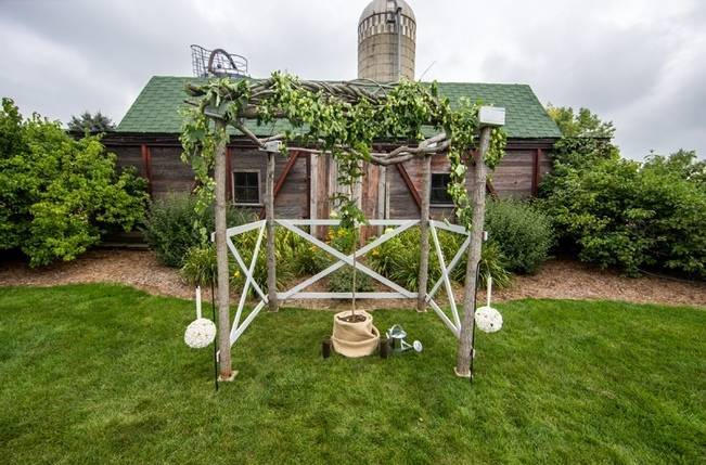 Hops Themed Wisconsin Farm Wedding {Studio Jada Photography} 11