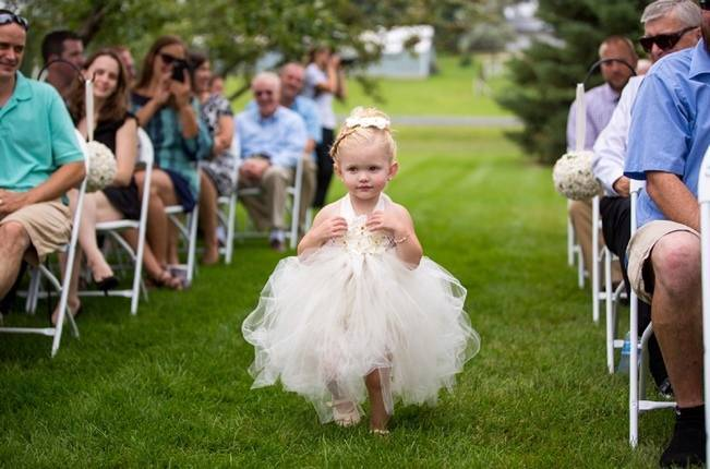 Hops Themed Wisconsin Farm Wedding {Studio Jada Photography} 13