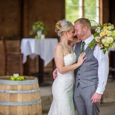 Hops Themed Wisconsin Farm Wedding {Studio Jada Photography}